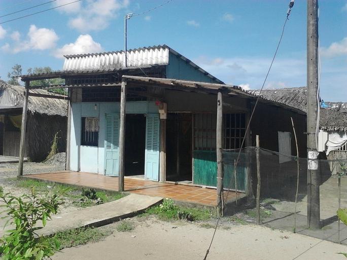 Ngôi nhà xiêu vẹo của ngư dân Trần Văn Giang vắng bóng người kể từ khi ông gặp nạn