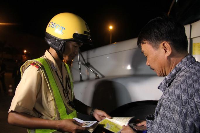Lực lượng CSGT TP HCM kiểm tra phương tiện giao thông trên đường phốẢnh: Hoàng Triều