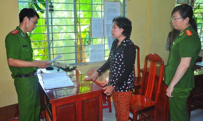 Cơ quan điều tra đọc lệnh bắt tạm giam bà Hiền