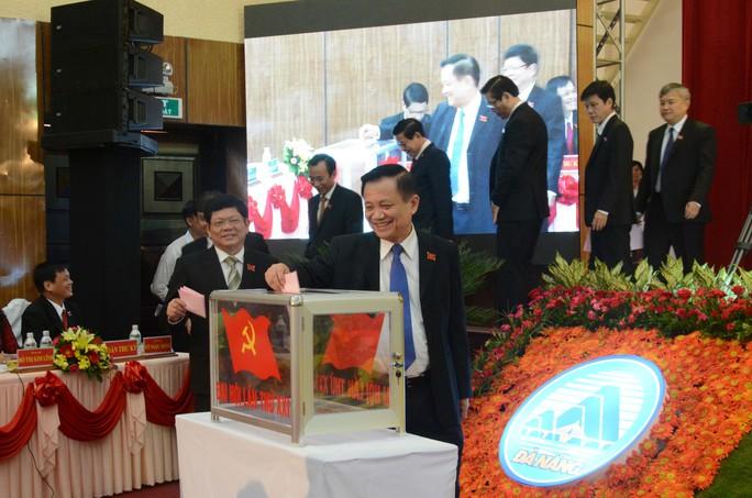 Các đại biểu bỏ phiếu bầu cử tại Đại hội.