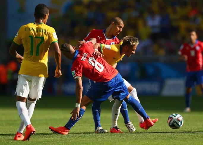 Vidal (8) trong trận đấu với Brazil ở Wolrd Cup 2014