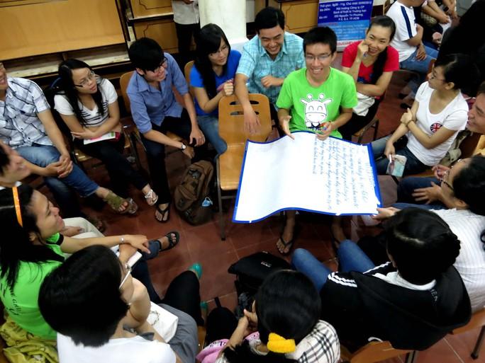 Một lớp học kỹ năng sống tại TP HCM thu hút đông đảo học sinh tham gia Ảnh: ANH THƯ