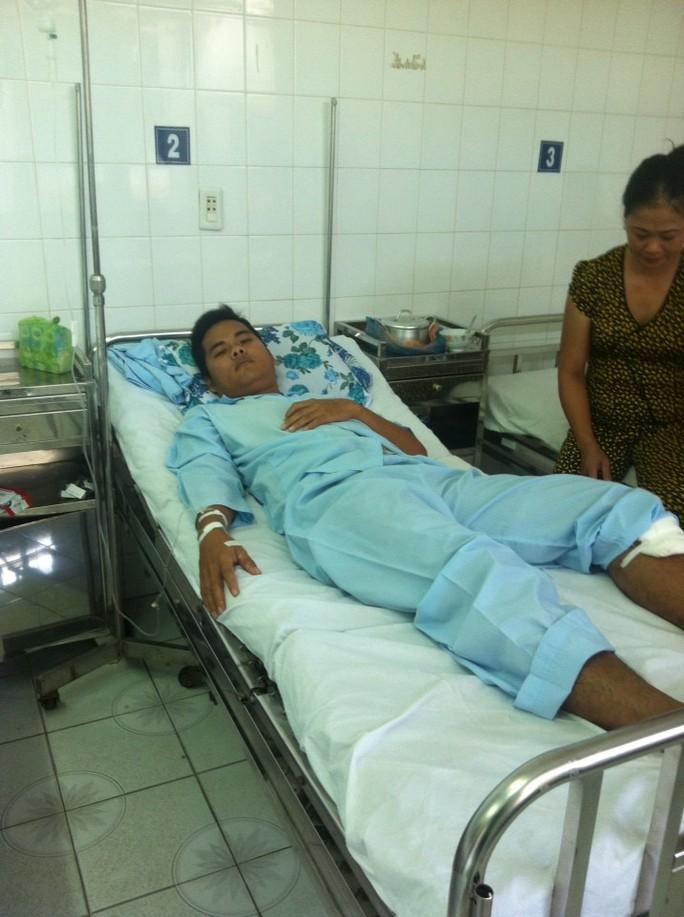 Chiến sĩ Nguyễn Thương Hoài đang nằm điều trị tại bệnh xá công an tỉnh Tiền Giang