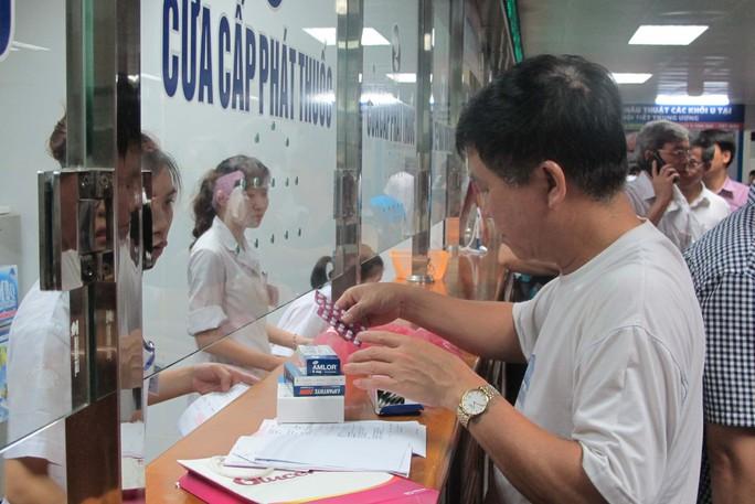 Giá thuốc tăng vô tội vạ tạo thêm gánh nặng cho người bệnhẢnh: Ngọc Dung