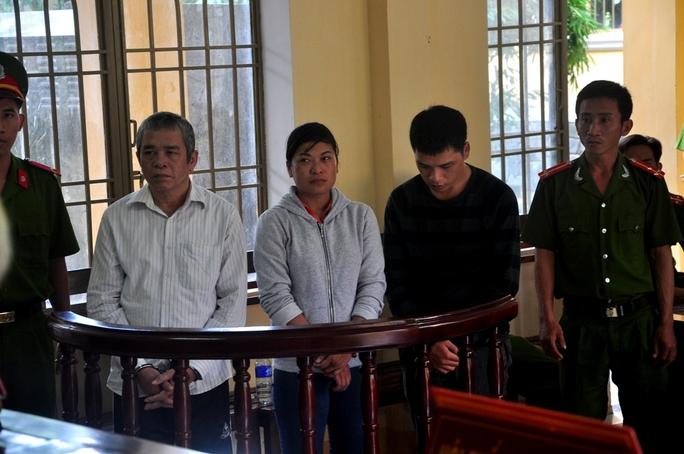 Cha con Hiều và bà Minh tại phiên tòa