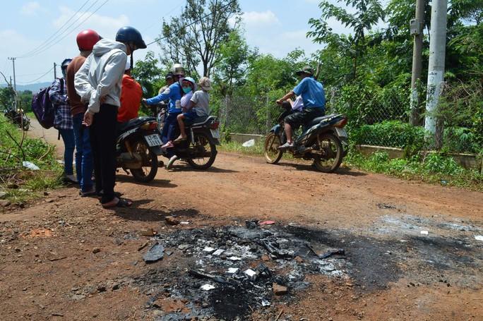 Chiếc xe máy bị đốt cháy