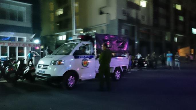 Xe đặc nhiệm của cơ quan chức năng có mặt tại hiện trường.