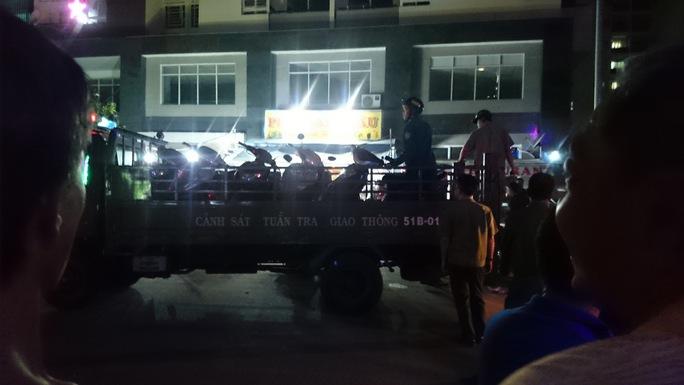 Để chở hết hàng chục chiếc xe máy của những người tham gia hỗn chiến lực lượng chức năng phải dùng xe thùng