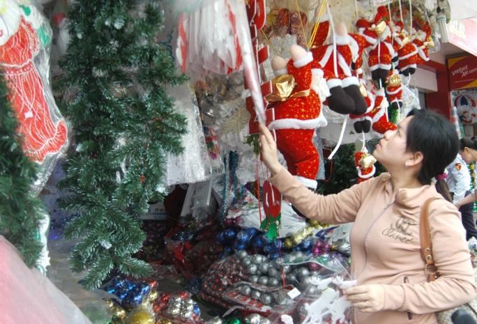 Mặt hàng trang trí Noel sản xuất trong nước được người tiêu dùng chọn mua
