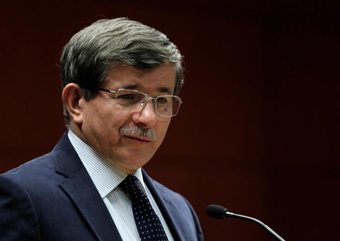 Thủ tướng Ahmet Davutoglu ký quyết định hủy dự án. Ảnh: APA