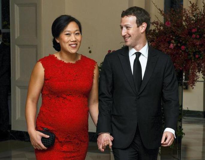 Vợ chồng Zuckerberg dự tiệc ở Nhà Trắng hồi tháng 9-2015. Ảnh: Reuters