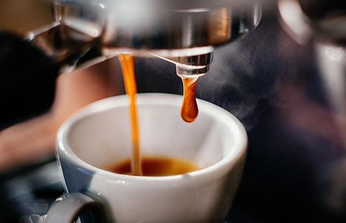 Những người uống ít nhất 1 tách cà phê mỗi sáng có nguy cơ mắc sỏi thận thấp hơn 26% so với người không uống.