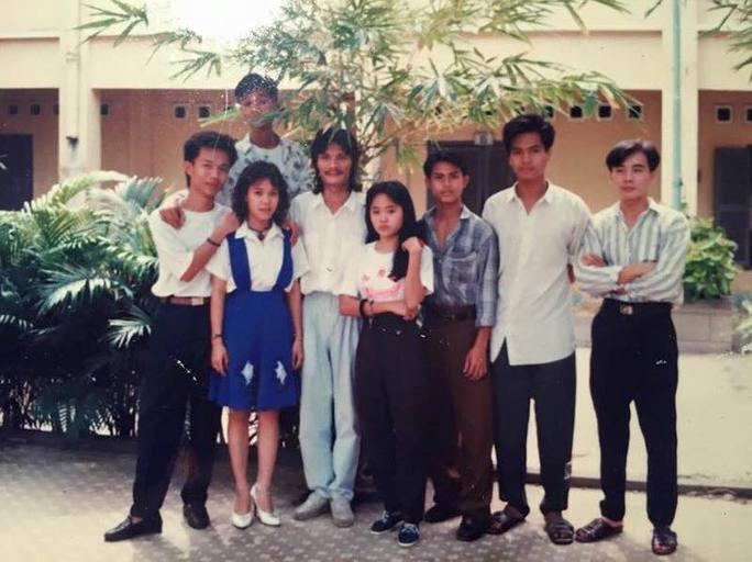 Đạo diễn NSƯT Nguyễn Công Ninh và các học trò thập niên 80 tại Trường Nghệ thuật Sân khấu II (nay là Trường ĐH Sân khấu Điện ảnh TP HCM)