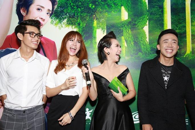 Từ trái sang phải: Quang Đăng, Hari Won, Thu Trang, Trấn Thành