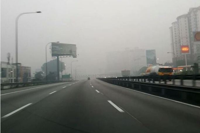 Thủ đô Kuala Lumpur - Malaysia chìm trong khói mù do cháy rừng ở Indonesia.  Ảnh: ABC News
