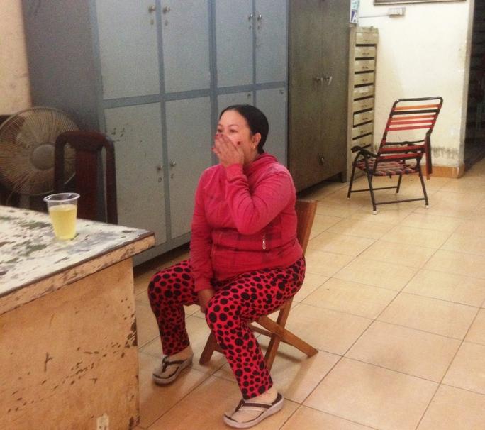 Người phụ nữ này mang giấy tờ giả đến Văn phòng Công chứng Hoàng Xuân làm thủ tục chuyển nhượng. (Ảnh do văn phòng công chứng cung cấp)