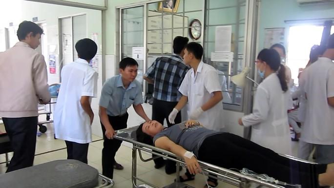 các công nhân đang nhập viện vì ngộ độc