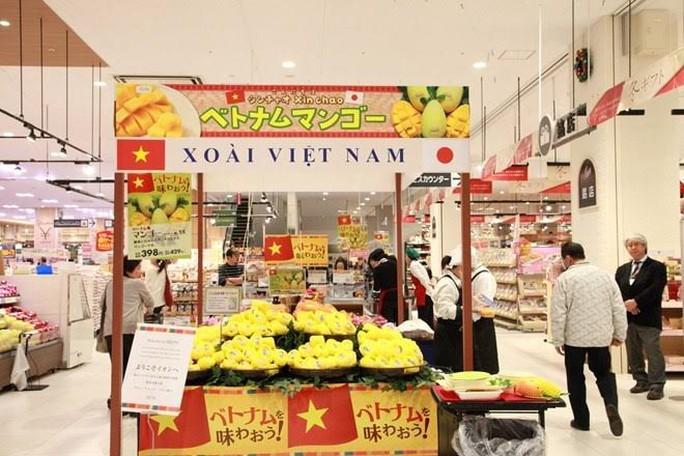 Xoài cát chu của Việt Nam tại trung tâm thương mại AEON (tỉnh Chiba, Nhật Bản) (Ảnh: TTXVN)