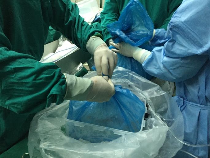 Những hình ảnh lần đầu công bố về ca ghép tạng xuyên Việt