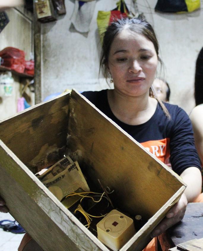 Chiếc loa gỗ được chị Hồng phát hiện có số tiền 5 triệu yen.