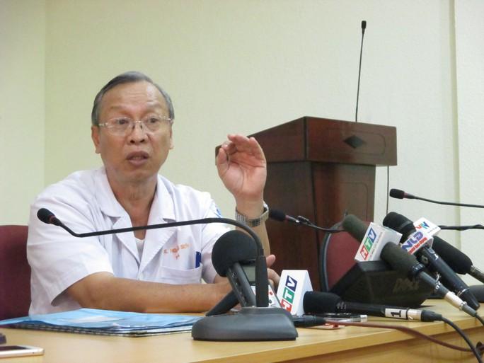Bác sĩ Đặng Hoàng Sơn đang trình bày về ca bệnh và đưa ra những cảnh báo với cộng đồng