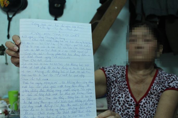 Không còn cách nào khác, mẹ Tiến chỉ biết viết đơn cầu cứu Chủ tịch nước Trương Tấn Sang xin cho con thoát án tử.