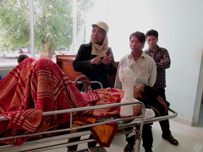 Một trong các nạn nhân đang được điều trị tại bệnh viện