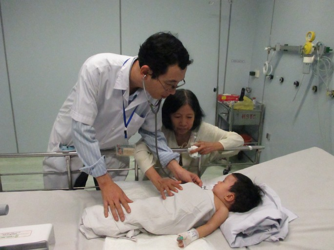 Bé P. vẫn đang được điều trị tại phòng cách ly của khoa Hồi sức tích cực - chống độc, Bệnh viện Nhi Đồng 1
