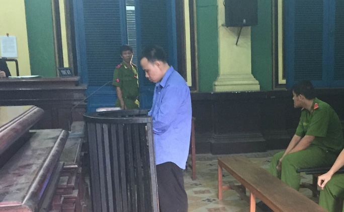 Bị cáo Trần Văn Diệp cúi đầu nhận tội