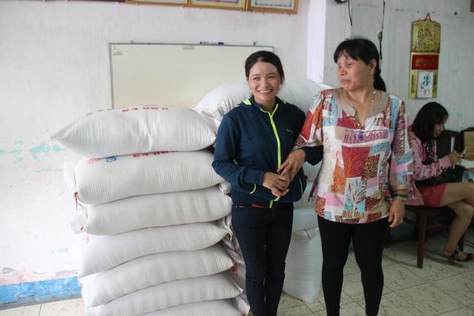 Trước đó, đầu tháng 6-2015 vừa nhận tiền  chị Hồng đã đi làm từ thiện.