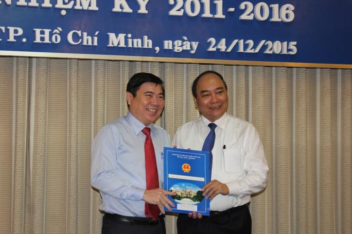 Ông Nguyễn Thành Phong trong ngày nhận quyết định làm Chủ tịch UBND TP.