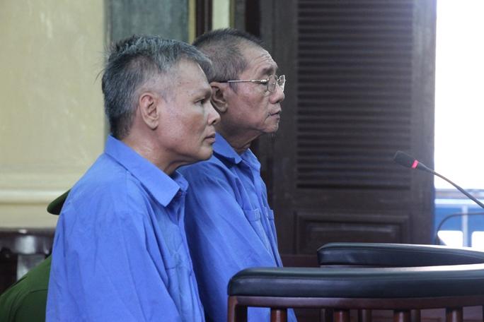 Hai bị cáo nghe tòa tuyên án