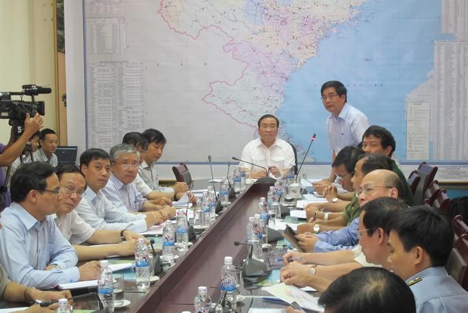 Phó Thủ tướng Hoàng Trung Hải chủ trì cuộc họp trực tuyến chiều 2-10 để chỉ đạo ứng phó bão số 4 - Ảnh: Văn Duẩn