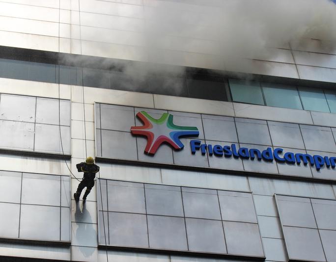 Lực lượng cứu hỏa tiếp cận đám cháy từ trên cao, dập tắt hoàn toàn ngọn lửa sau 20 phút. Buổi diễn tập kết thúc