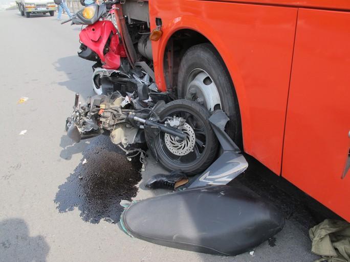 Nhiều xe máy bị bẹp dúm