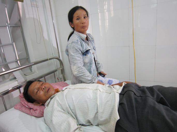 Ông Ất hiện đang nằm cấp cứu tại bệnh viện