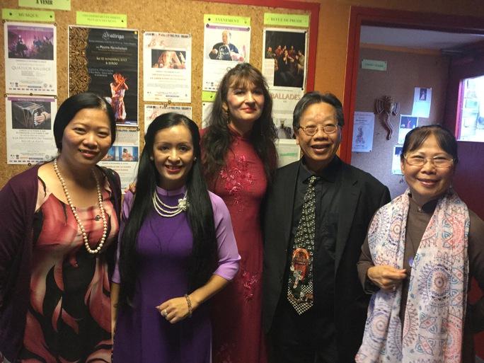 NS Phi Thuyền, Tiến sĩ Nguyễn Thị Hải Phượng, NS Isabella (Pháp), GSTS Trần Quang Hải, GS Phương Oanh tại Pháp