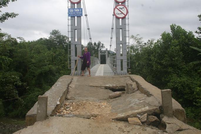 Cầu treo thôn 2 trước và sau khi được sửa chữa