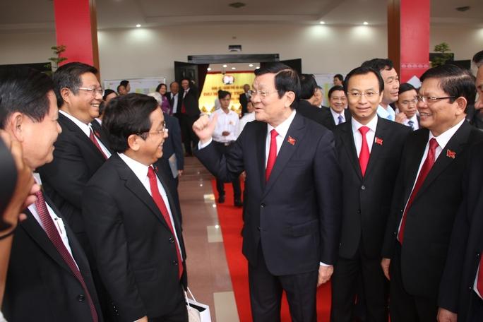 Ông Nguyễn Xuân Anh, tân Bí thư Thành ủy Đà Nẵng (người thứ 2 từ bên phải) tại Đại hội Đảng bộ thành phố.
