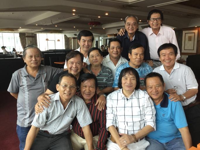 NS Phương Bình vui mừng gặp lại các nghệ sĩ công ty Kim Chung xưa