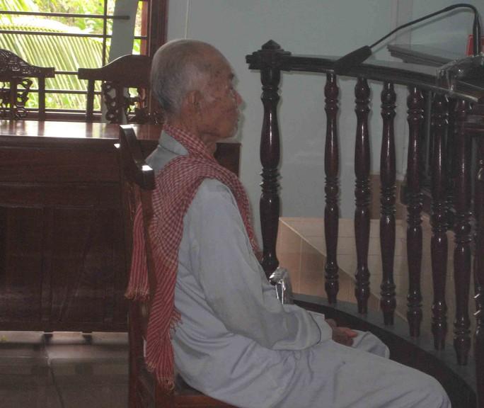 Do sức khỏe yếu nên bị cáo Thà được HĐXX cho ngồi trong quá trình xử án