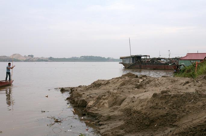 Khu vực sông Hồng bị sạt lở tại huyện Thường Tín, TP Hà Nội - Ảnh: Xuân Tuyến