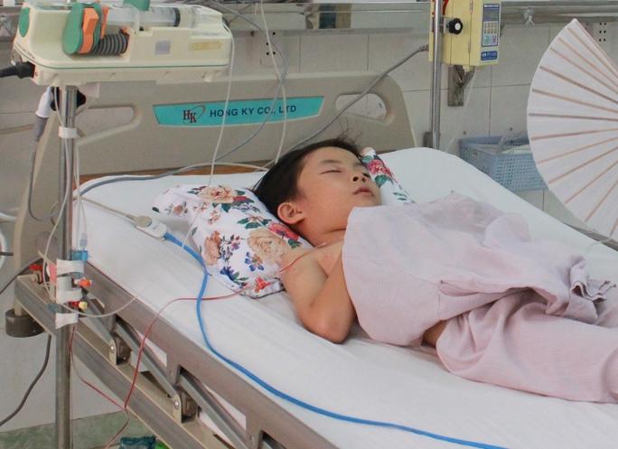 Bé Bảo đang được điều trị tại bệnh viện (Ảnh: CTV)