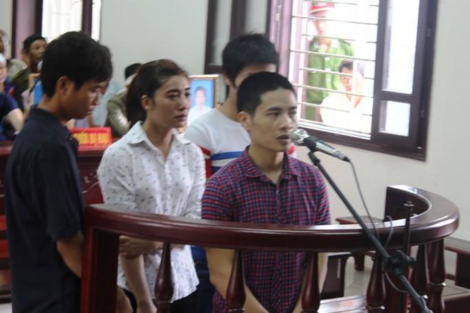 Nguyễn Văn Hải (trước vòng móng ngựa) bị tuyên y án tử hình về tội Giết người cướp tài sản