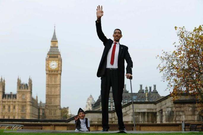 The worlds shortest man dies aged 75