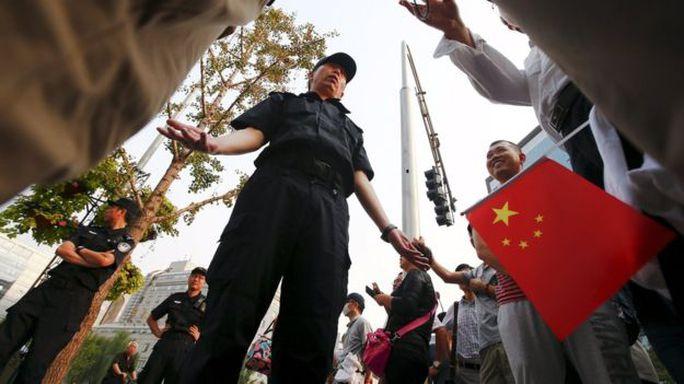 Cảnh sát nhanh chóng giải tán biểu tình hôm 21-9. Ảnh: REUTERS