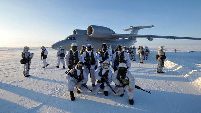Quân đội Nga tập trận ở Bắc Cực. Ảnh: NEWS VICE