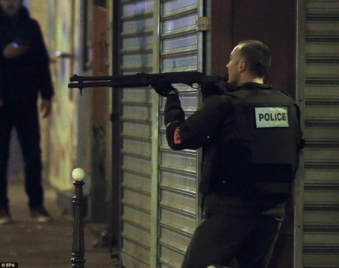 Phóng sự ảnh kinh hoàng và hoảng loạn ở Paris
