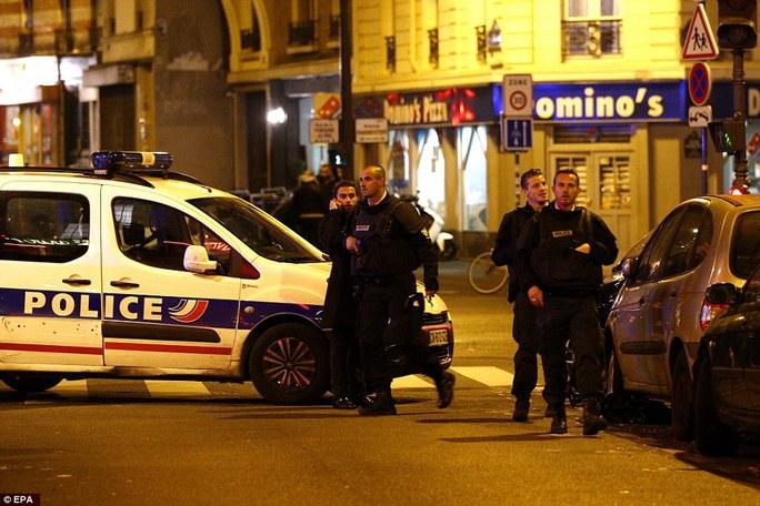 Cảnh sát sát tuần tra trên các tuyến phố gần hiện trường tấn công. Ảnh: EPA