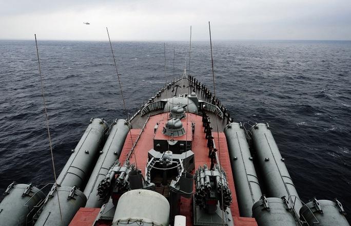 Tuần dương hạm tên lửa Varyag Ảnh: ITAR-TASS